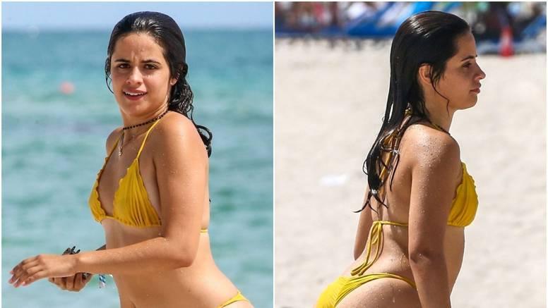 Camila Cabello pokazala bujne obline u bikiniju s tangicama, ali na paparazze je pobjesnila