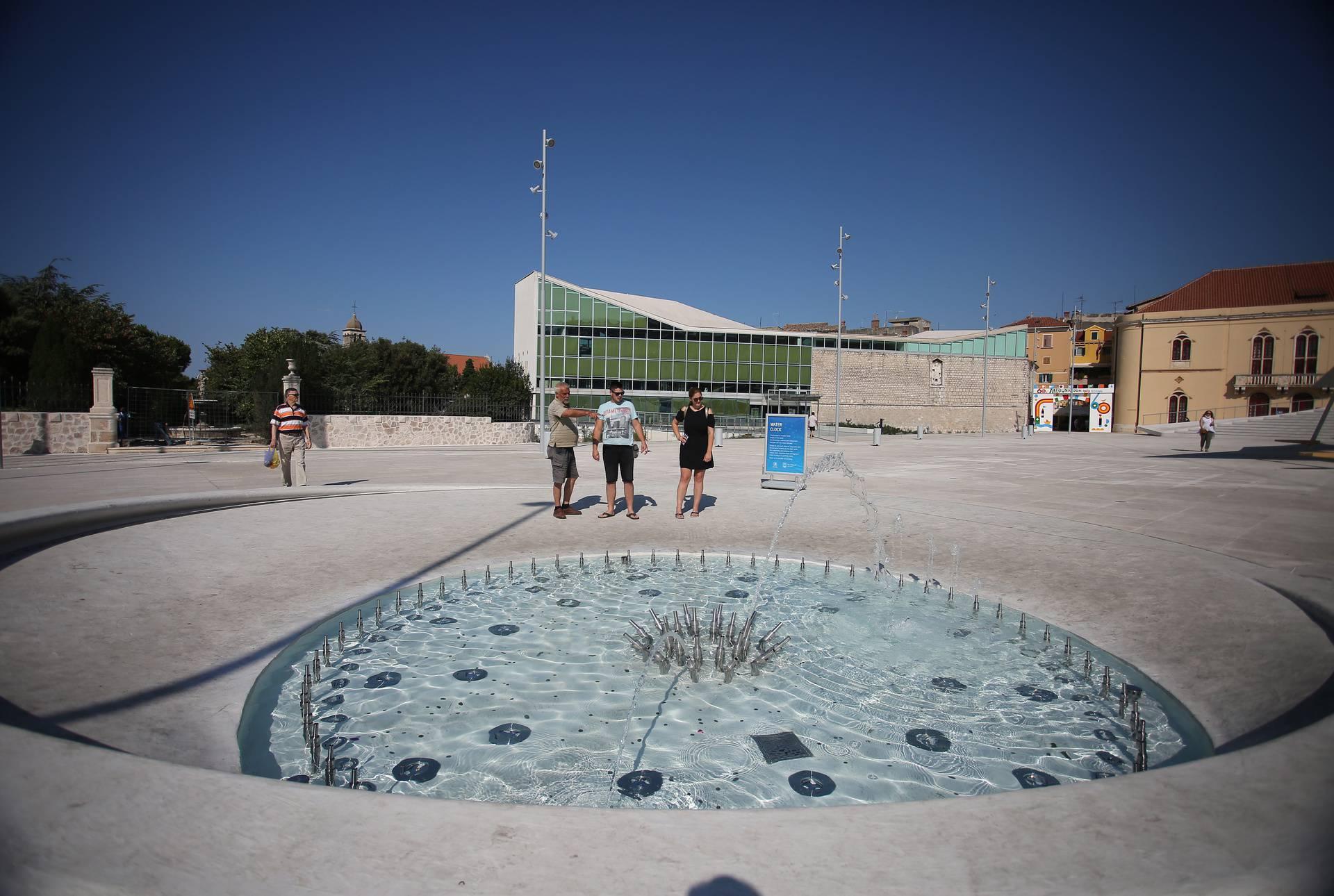 Novu šibensku Poljanu krasi jedinstveni vodeni sat koji privlači pažnju i malih i velikih