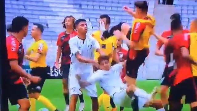 High kick na nogometu: Klinci u Brazilu brutalno su se potukli