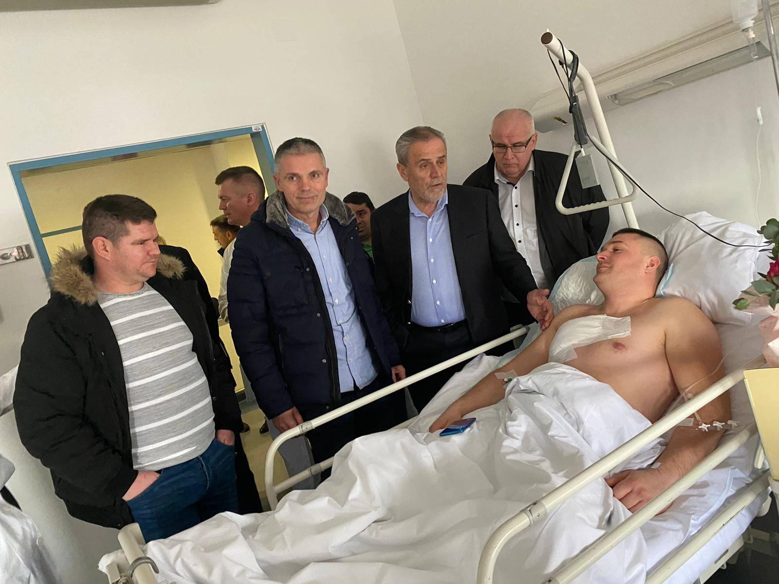 Zaustavio krađu auta i završio u bolnici: Radnik dobio Medalju