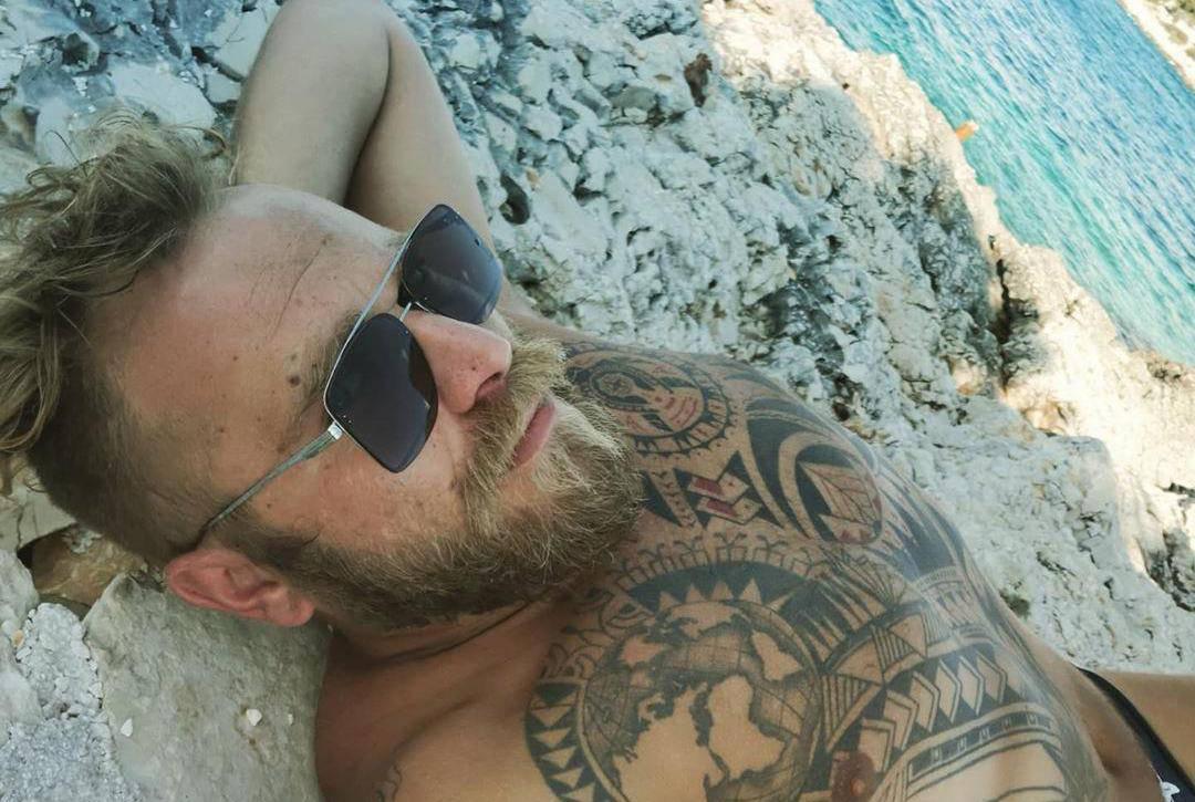 Ivan Pažanin pozirao je na plaži pa je pokazao brojne tetovaže...