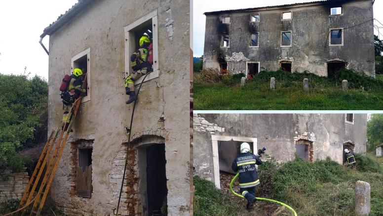 Istarski partizani nekad su se okupljali u ovoj kući. Vatrogasci su je sinoć pokušavali spasiti...