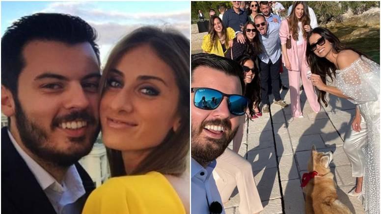Objavili prvu 'privatnu' fotku sa svadbe Mate Rimca, mladenci pozirali s prijateljima uz more