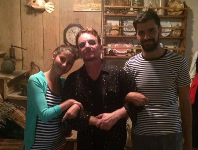 Nastala strka: Bono 'banuo' u konobu na Zlarinu i oduševio