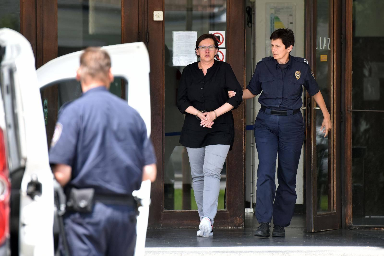 Varaždin: Smiljana Srnec odlazi iz zgrade suda nakon što je protiv nje podignuta optužnica za ubojstvo sestre