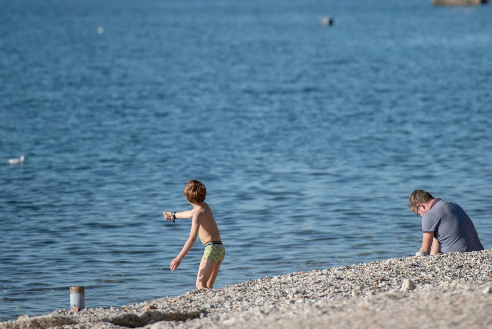 Zadar: Sunčan i ugodan dan uz more neki iskoristili i za kupanje