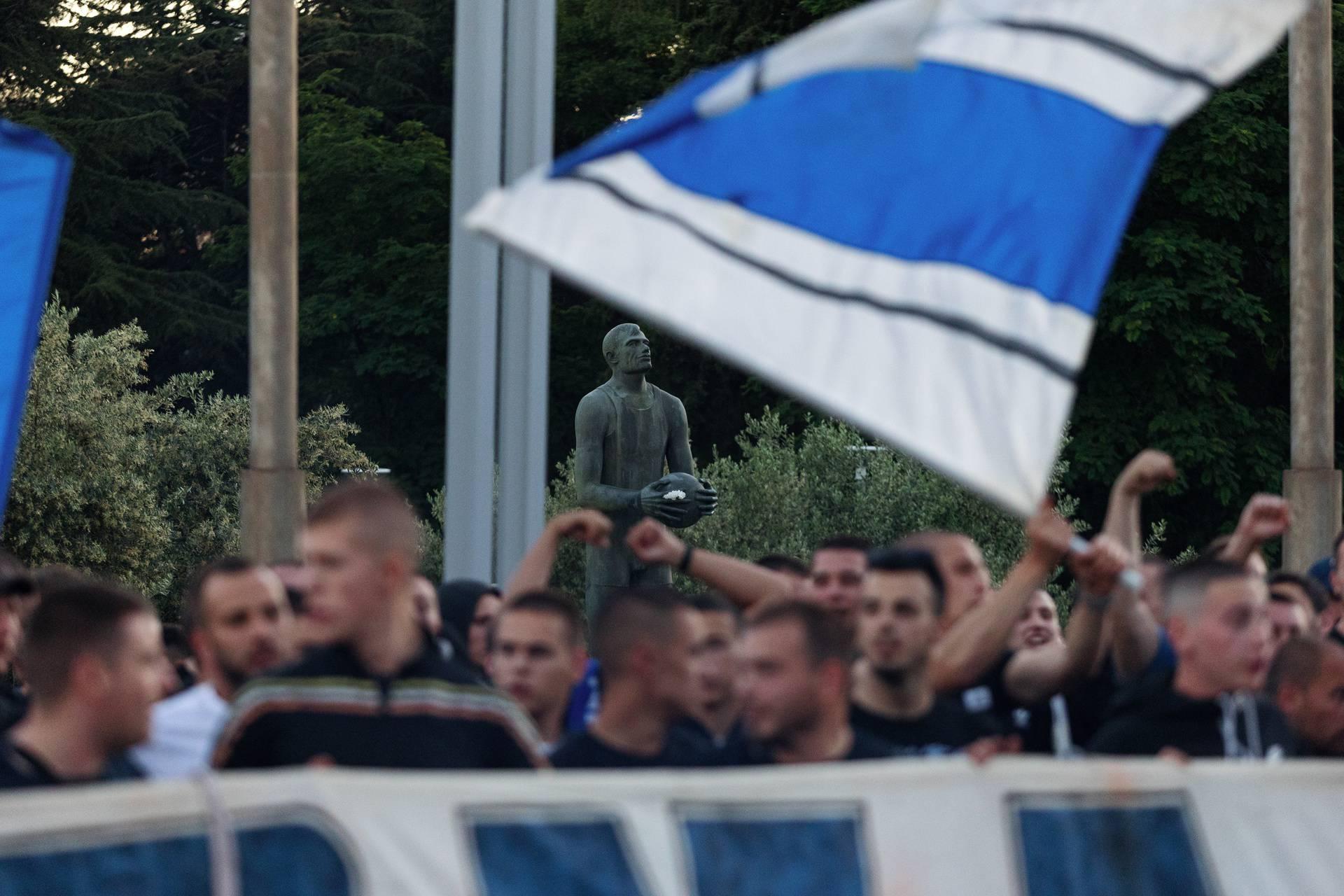 Zadar: Navijači KK Zadra pozdravljaju igrače koji su svladali KK Split