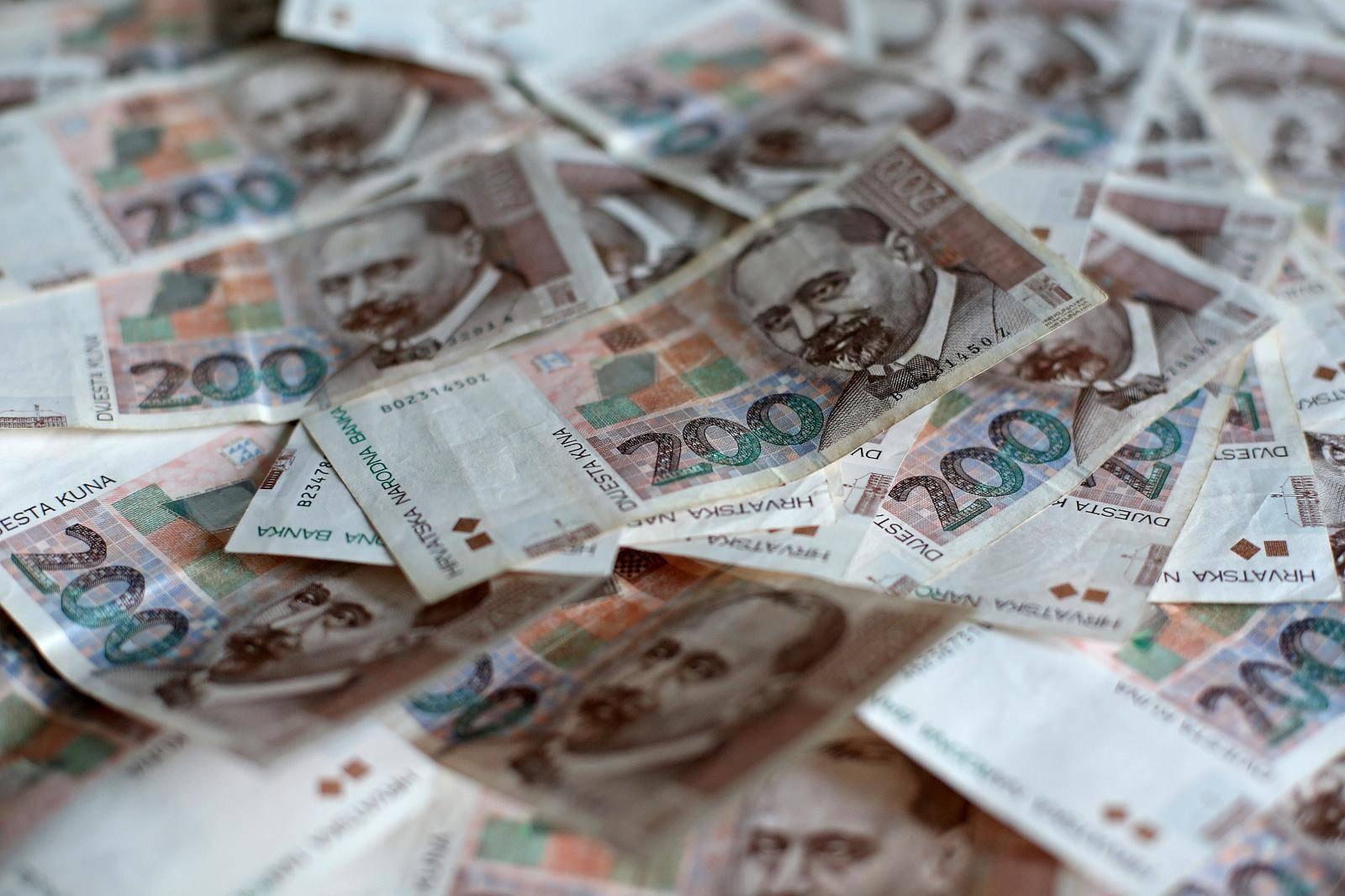 Hrvati u prosjeku imaju 10.560 eura neto financijske imovine