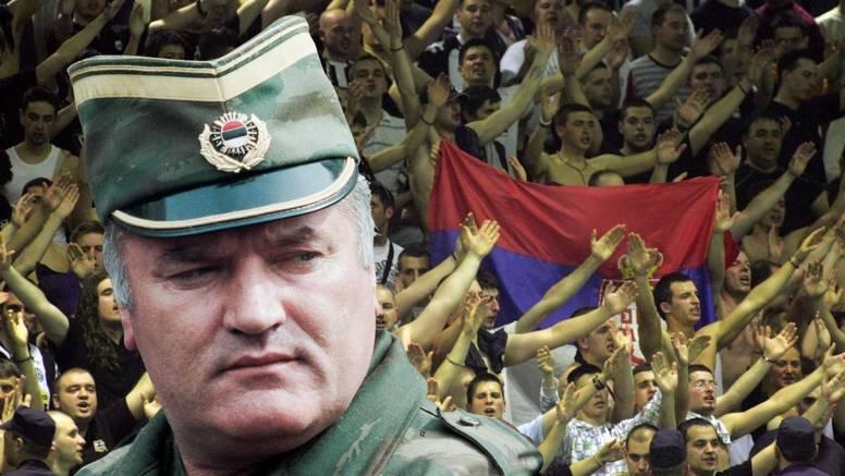 Kaos u Srbiji: Grobari skandirali Ratku Mladiću i prekinuli susret na pola sata, policija ih istjerala