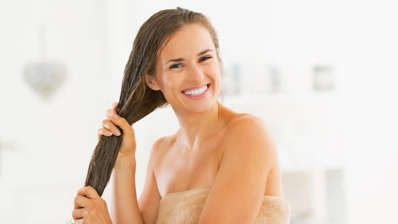 Voda od ružmarina dobra je za rast, sjaj i obnavljanje kose