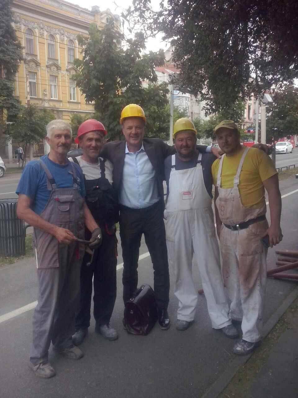 Mamić stavio kacigu na glavu i počastio 'bauštelce' u Osijeku
