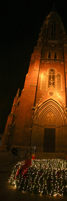 Upaljena prva adventska svijeća u Osijeku