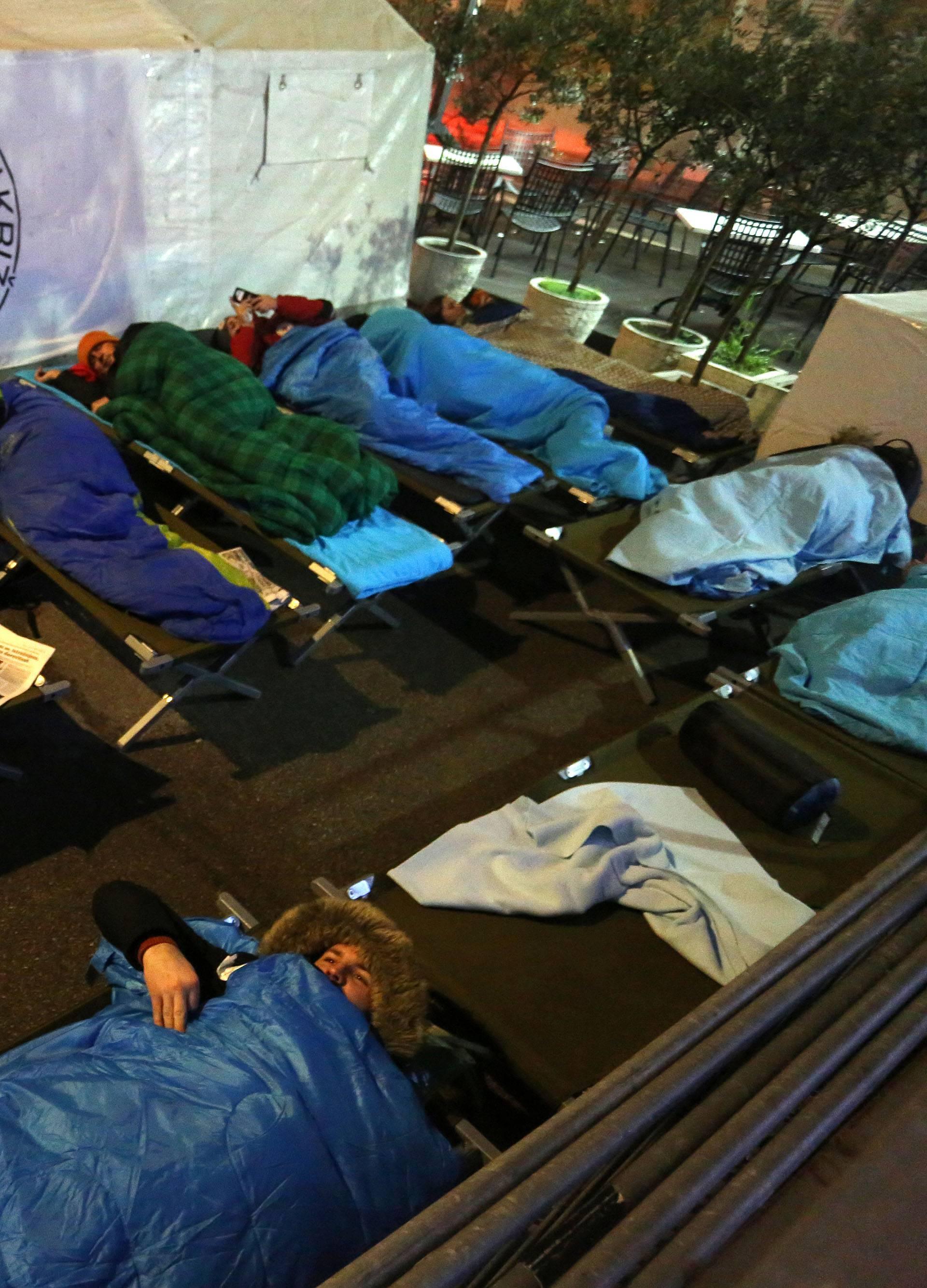 Spavali na otvorenom: 'Nužno je pomagati beskućnicima...'