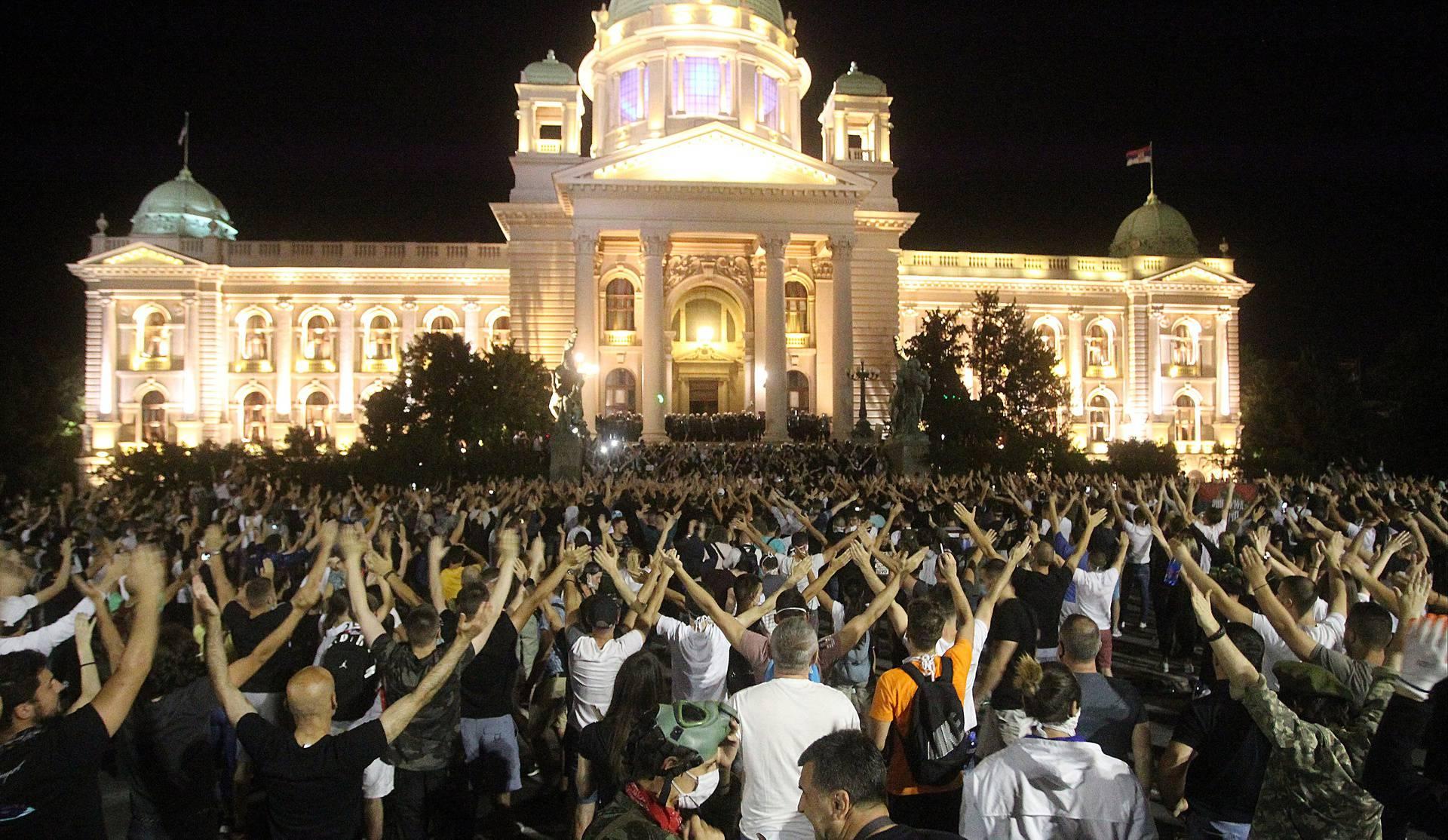Priveli 42 ljudi u Beogradu, uhitili napadača na novinara