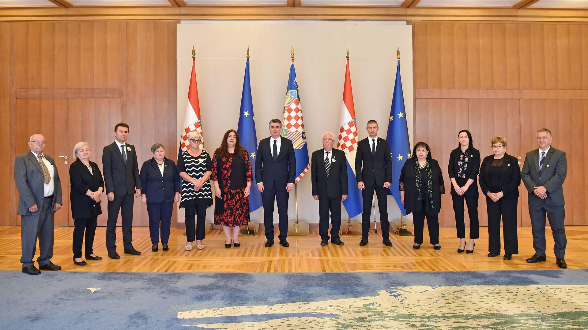 Milanović s predstavnicima Saveza udruga obitelji nestalih