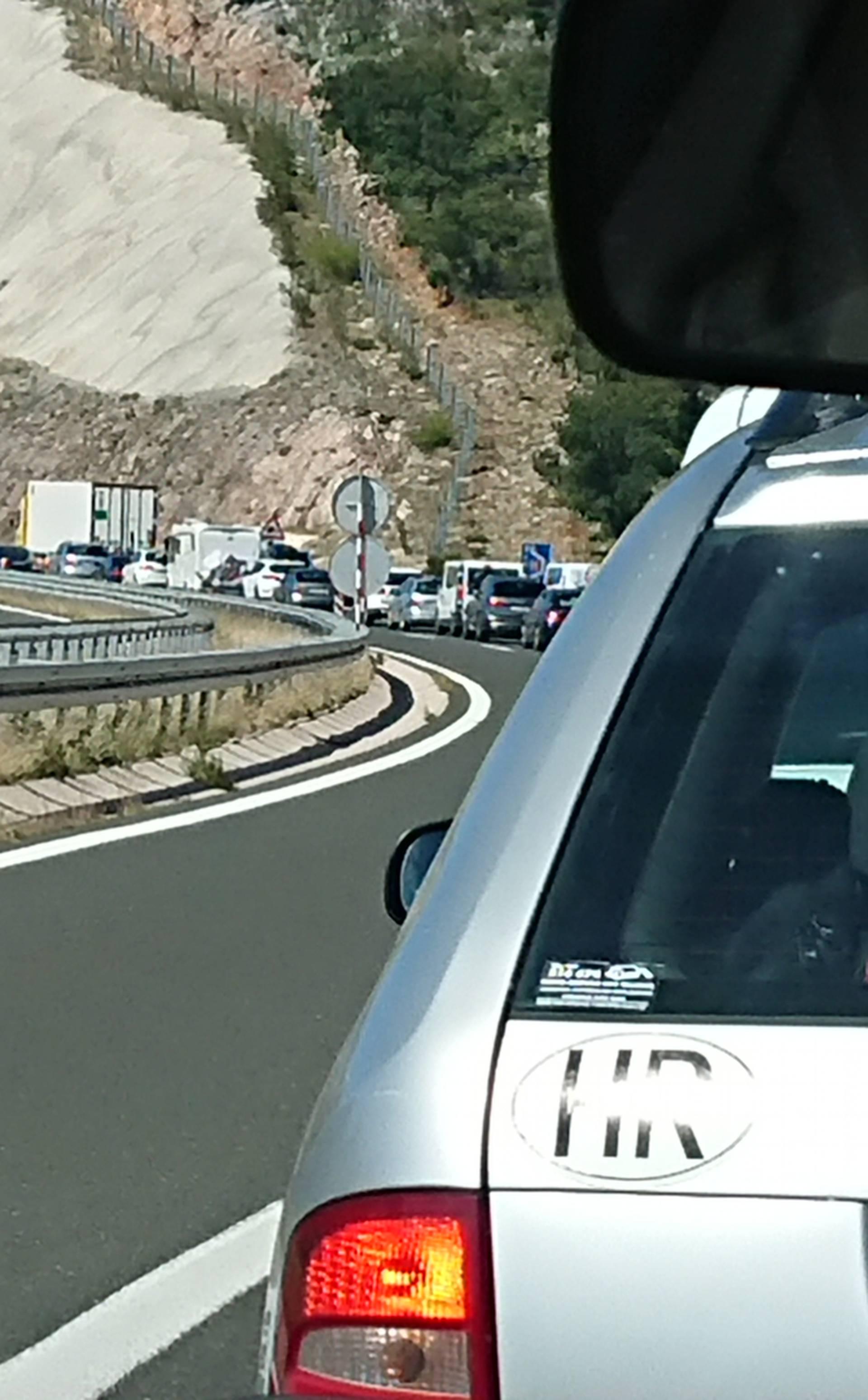 Zbog bojenja tunela: 'Za više od sat prešli smo tek 10 km...'