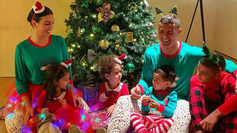 Ronaldo je oduševio u pidžami: S Georginom je čestitao Božić...