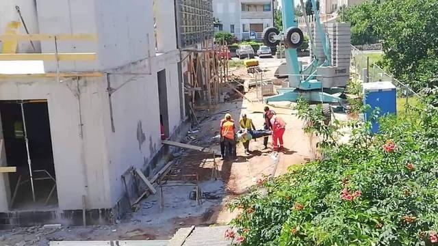 Radnik pao sa skele u Rovinju: Hitna ga je odvezla u bolnicu