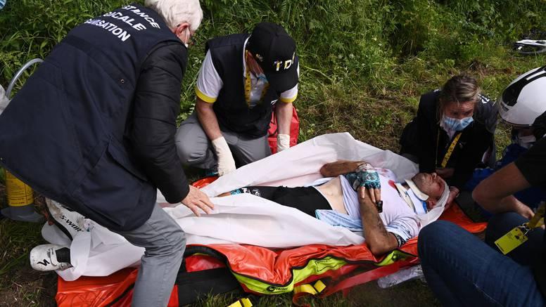 Nemile scene na prvoj etapi Tour de Francea: Gledateljica srušila bicikliste transparentom!