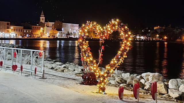 Popularno srce u Peškeri dobilo je sasvim novo ruho, zaljubljeni oduševljeni  za Valentinovo...