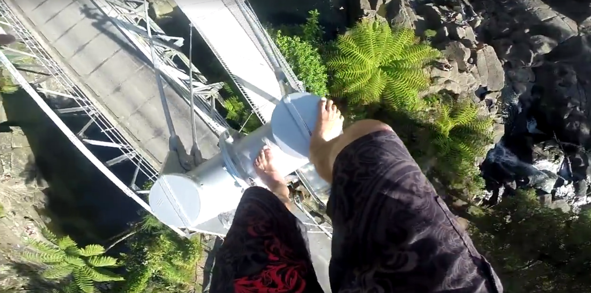 Skok u jezero s čak 25 metara visine osjetit ćete i u - želucu