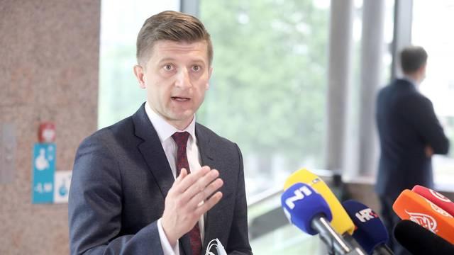 Prije početka sjednice ministar Maric komentirao je procjene rasta gospodarstva