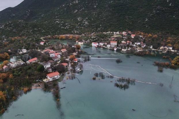 Fotografije iz zraka: Kokorići okruženi vodom koja još raste