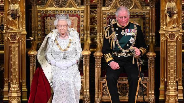 Charles se nije testirao preko veze, a kraljica se osjeća dobro