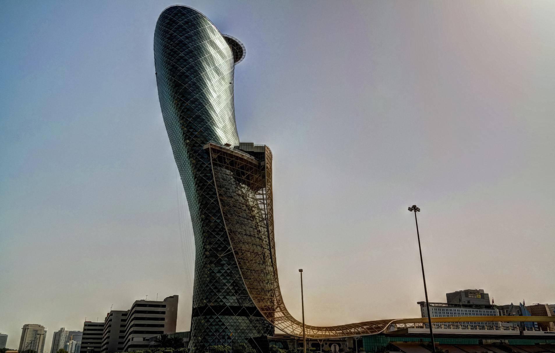 Kosi toranj u Pisi nije ni blizu kao Capital Gate u Abu Dhabiju: Čak 17 katova visi preko ruba