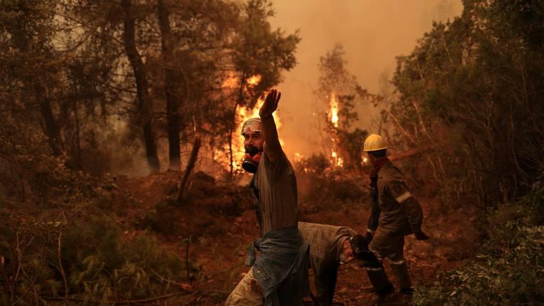 Hrvati u Grčkoj: 'Temperature tu idu preko 40 stupnjeva. Na otoku Evia je najteže i kritično'