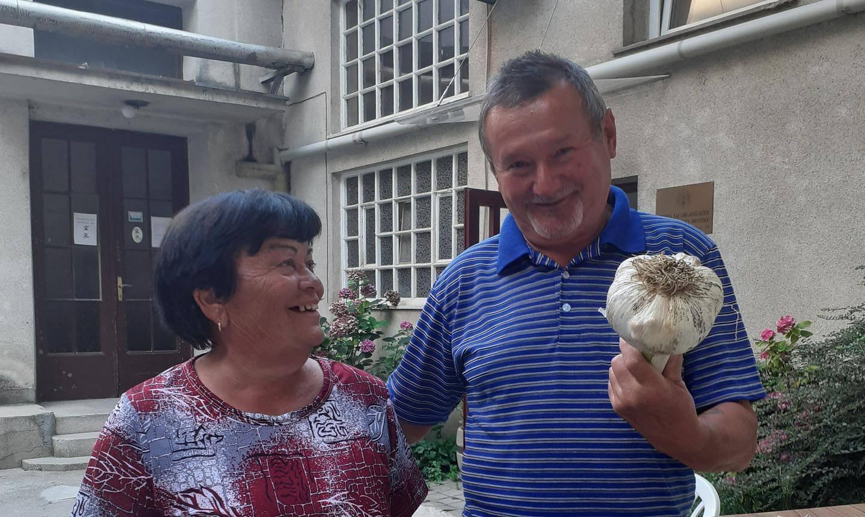 'Naš je najveći': Mariji i Ivanu niknuo češnjak od 850 grama