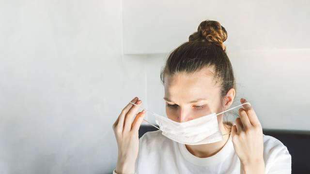 Zbog nošenja maski koža iza ušiju se može također iziritirati