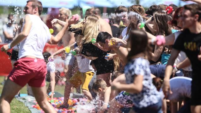 Luda zabava: Na Jarunu su ispalili 180.000 vodenih balona