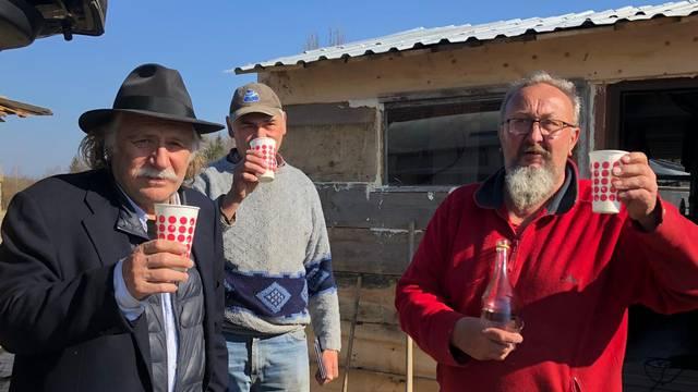 Šerbedžija posjetio Banovinu i obećao pomoći obnoviti kuće tri obitelji koje su ostale bez svega