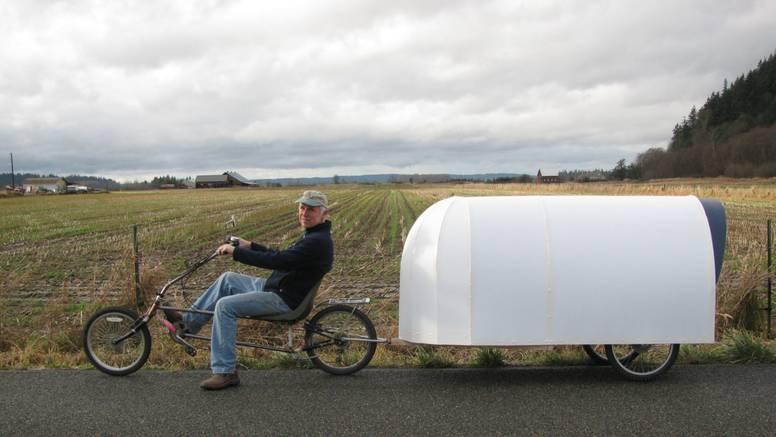 Za manje od 1000 kuna izradio mini kućicu koju vuče biciklom