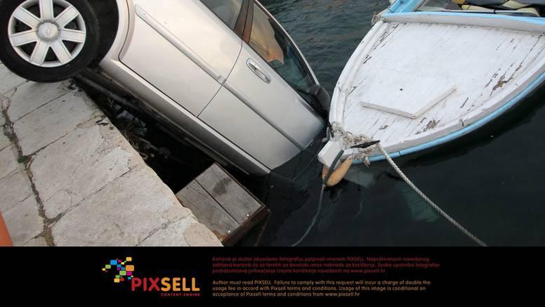 Talijanu iznajmljeni Chevrolet upao u more, potopio i brodicu