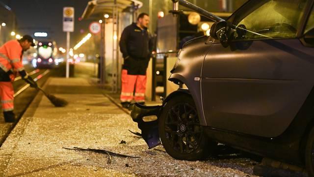 Zagreb: Smartom se zabio u tramvajsku stanicu u Ulici grada Vukovara, nema ozlijeđenih