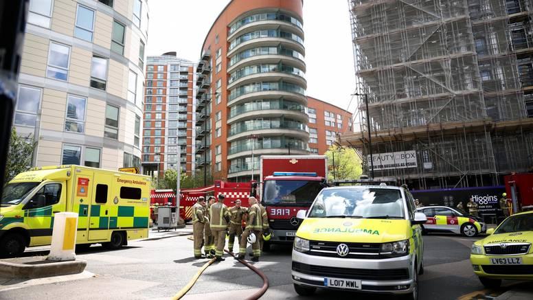 Kaos u Londonu: Veliki požar guta neboder od 19 katova