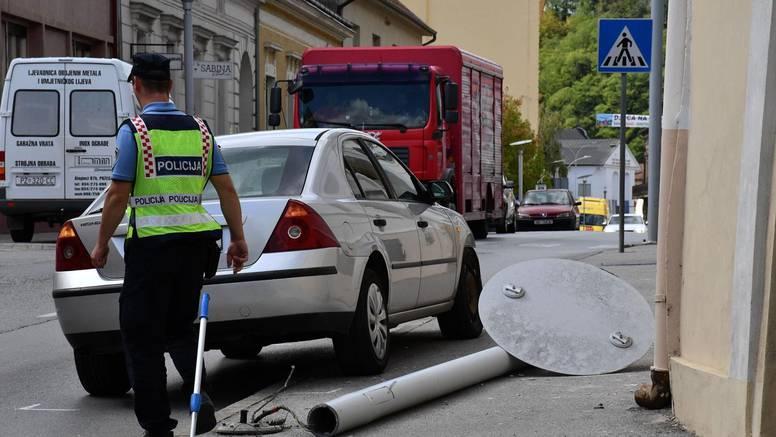 Vozaču koji je autom 'pokupio' stup izmjerili 2,59 promila, žena prošla s lakšim ozljedama