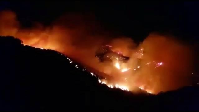 Wildfire burns in Juncalillo