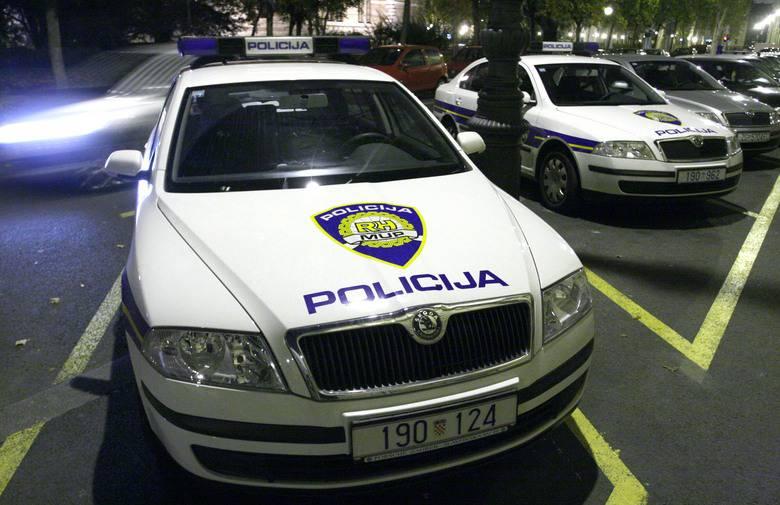 Stigla i policija: Dijete ostavili u autu  pa otišli u kockarnicu?