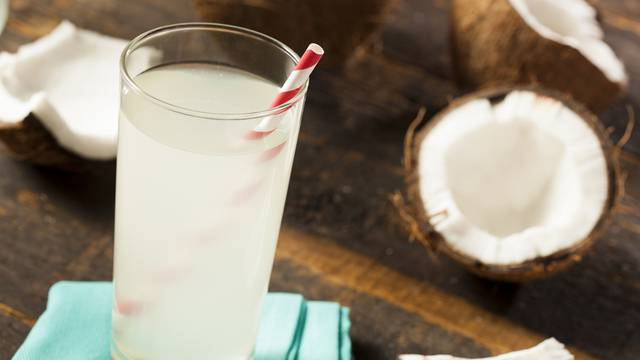 Zašto je kokosova voda tako dobra? Odlična je za naše tijelo