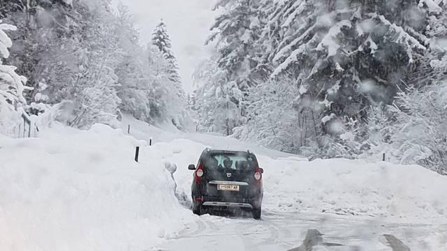 Lavina u Alpama: Tri skijaša su poginula, tisuće ljudi zameteno