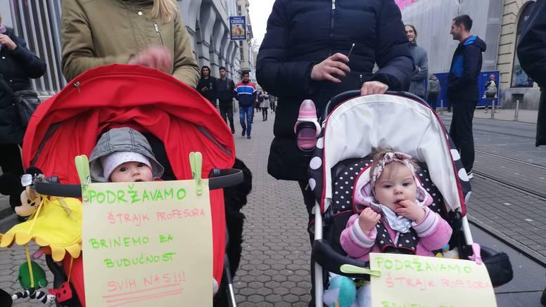 Došle s mamama: I bebe Doris i Marija podržale su učitelje...