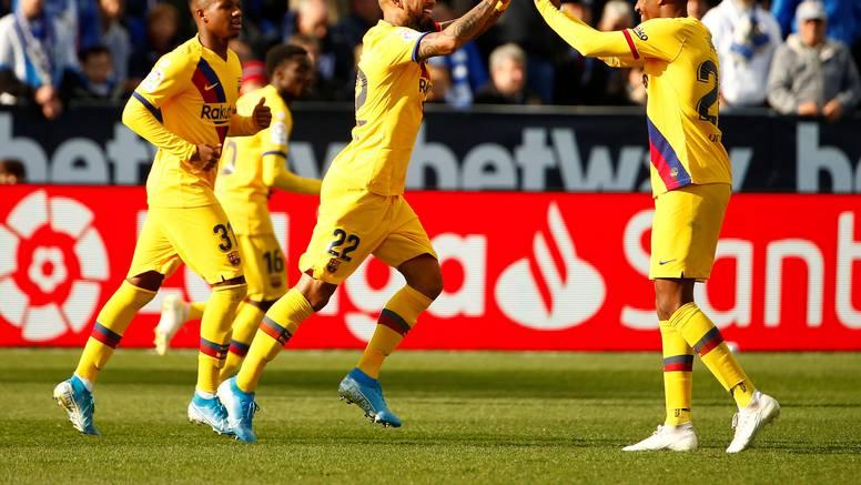 Barcelona je jedva pobijedila fenjeraša, Rakitiću pola sata