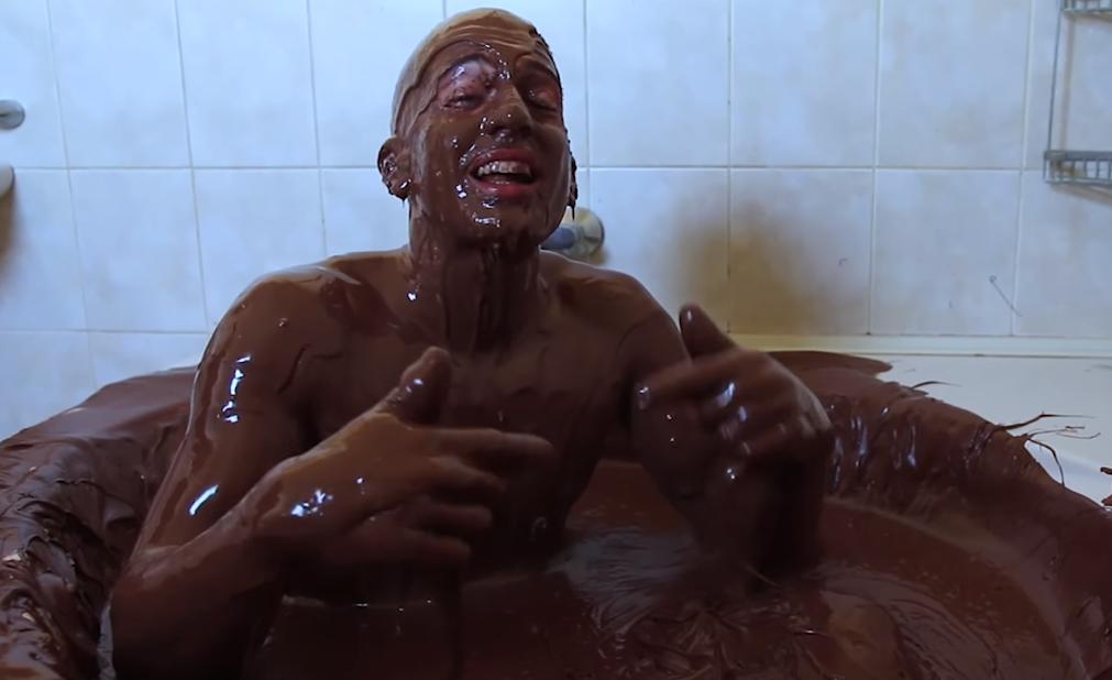 Mama će sigurno biti ponosna: On se okupao u 270 kg Nutelle