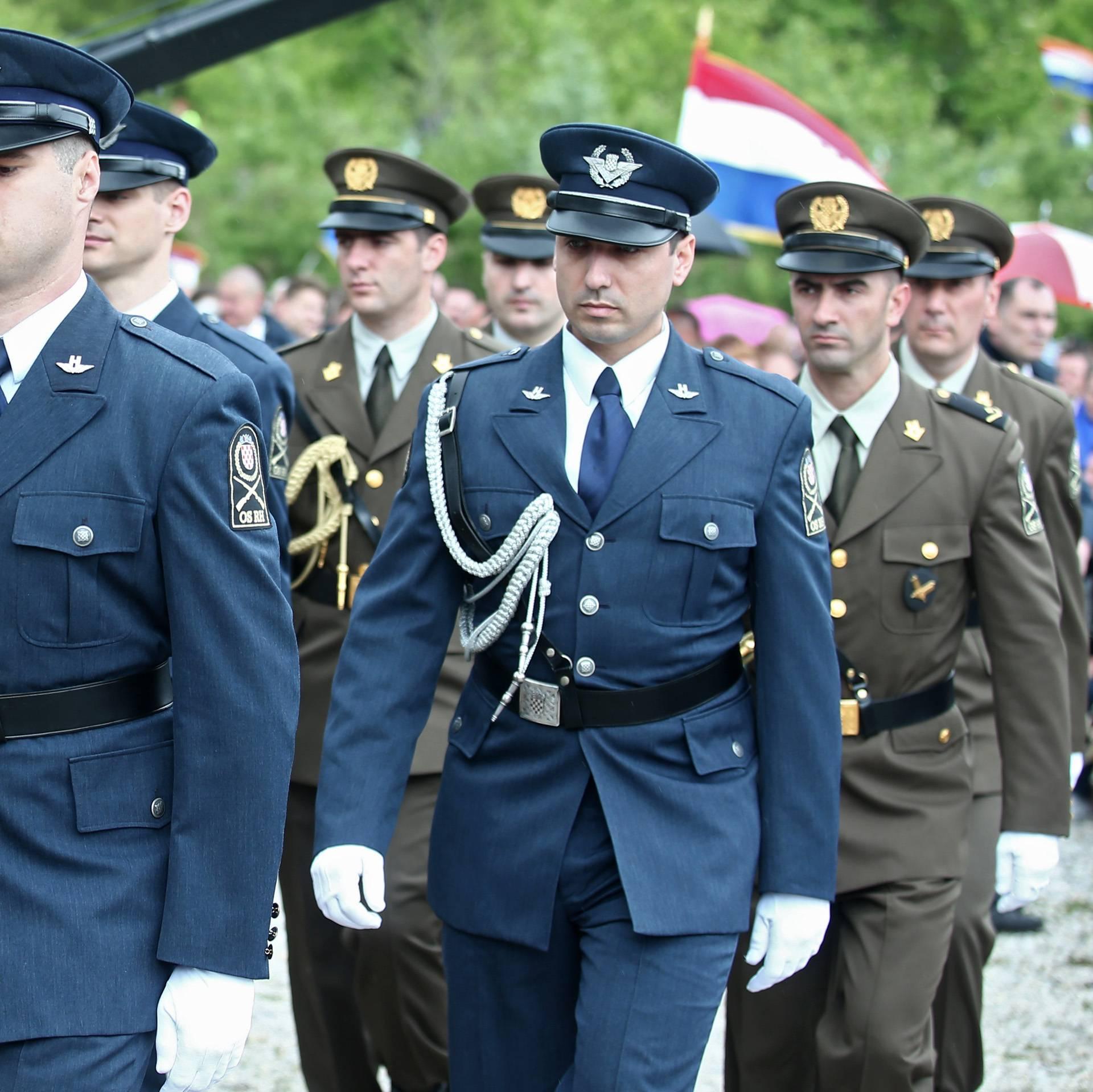 'Hrvatska do Kronplatza': Na internetu ismijavaju vod HV-a