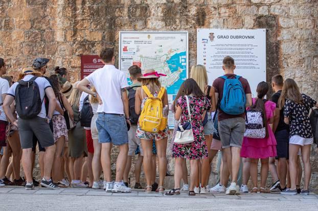 Dubrovnk: S početkom rujna broj turista u gradu i na plaži ne opada