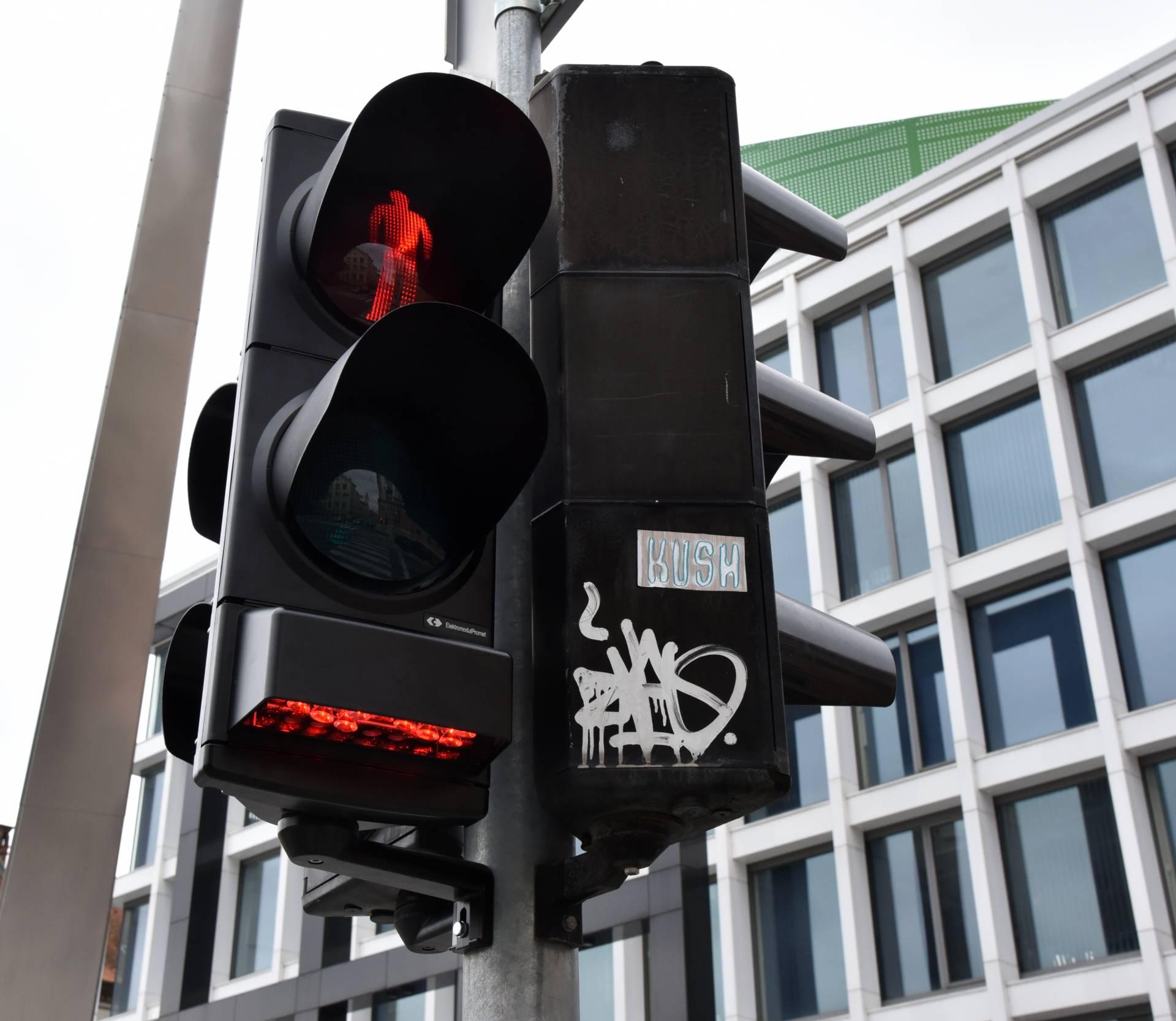Zagreb dobio prvi semafor koji će ometati ovisnike o mobitelu