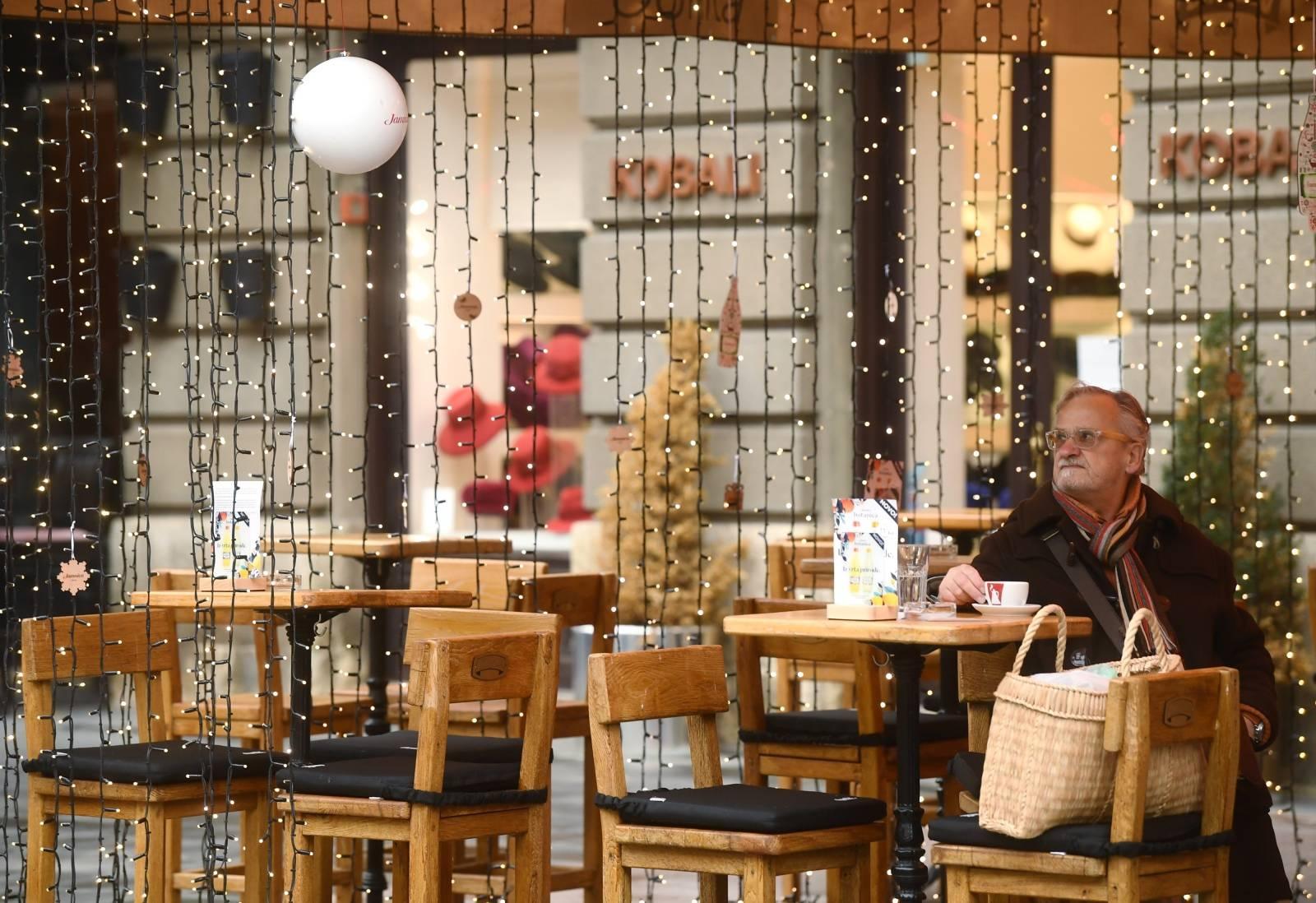 Zagreb: Iako strože mjere započinju sutra, već su danas terase kafića prazne